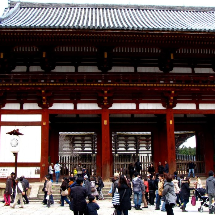 The entrance to Todaiji Temple