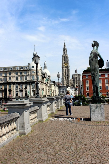 More statues and cobbled streets